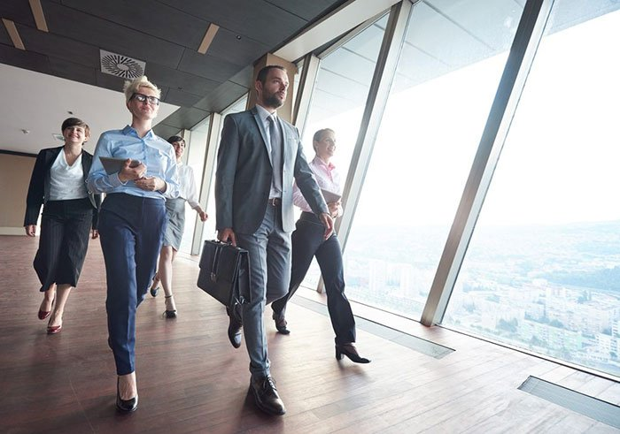 Stacking a Start-up Team with Suits – a Necessity of the 21st Century?